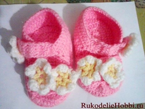 Вязать детские сандали